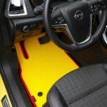 dzelteni automašīnu paklāji